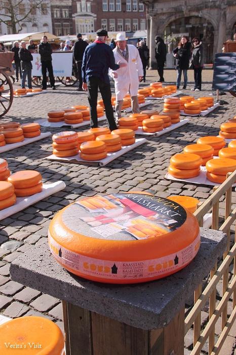 Cheese market Gouda-veritasvisit