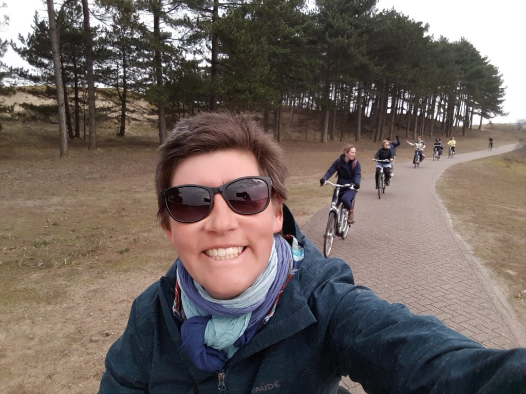 group tour private Amsterdam beach cycling fietstocht strand duinen kust teambuilding Verita's Visit