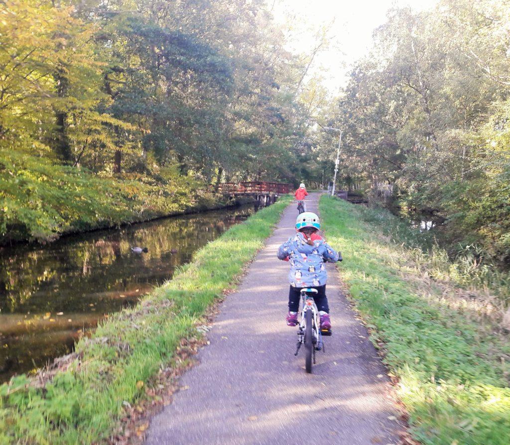 2.5 hour tour Leiden lakes plus visit windmill Verita's Visit 2,5 uur fietstocht