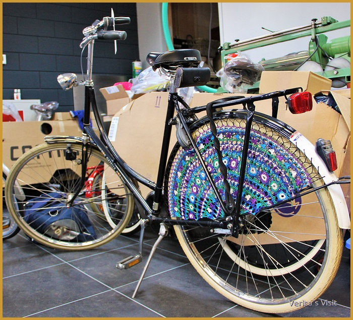 The typical granny's bike -omafiets- with Staphorster dress guards - fietsnetten-.